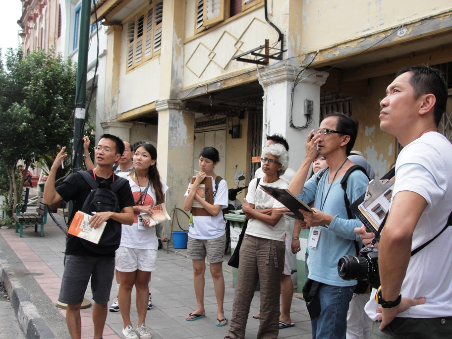 Training of tour guides and artists